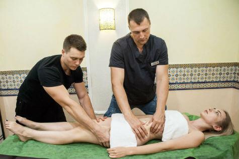 Антицеллюлитный массаж в две руки